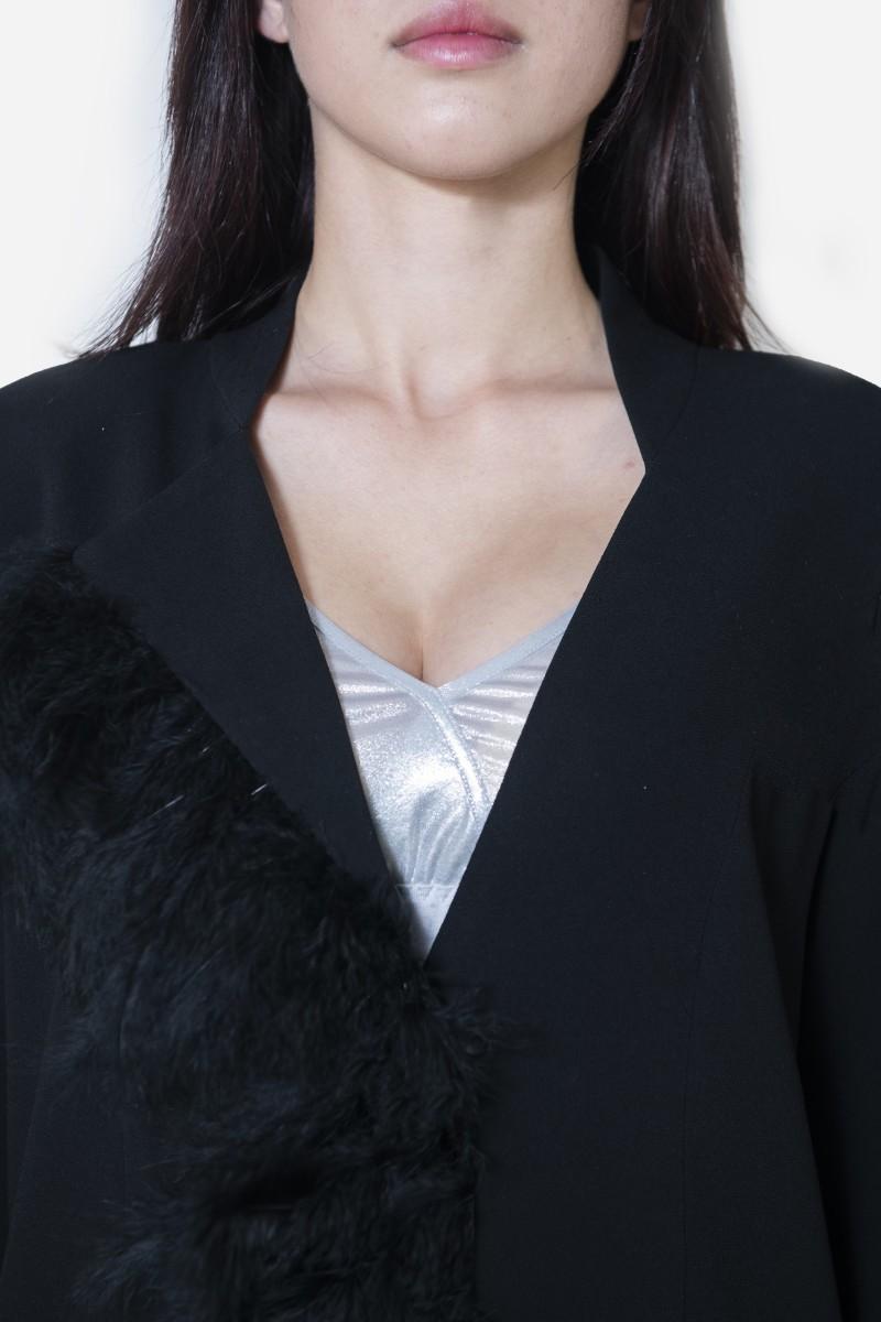 Długi czarny żakiet z piórami certyfikowane