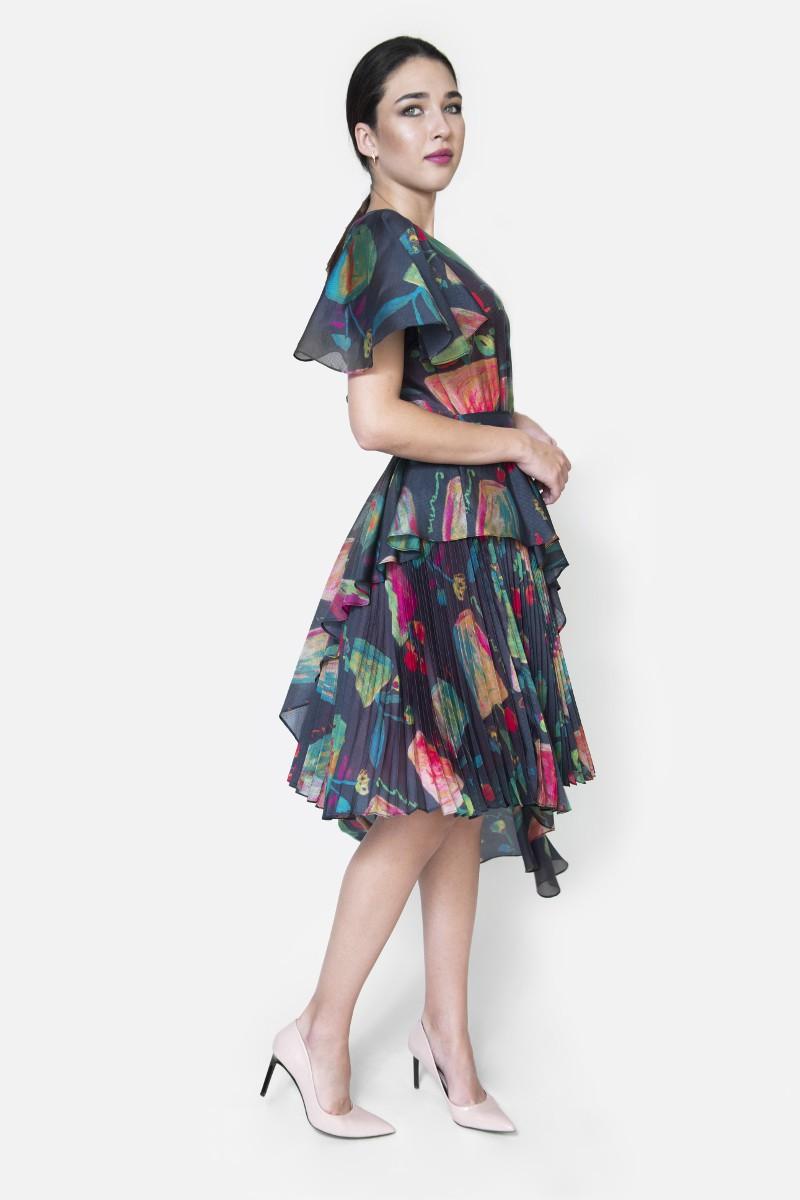 Sukienka jedwabna plisowana z baskinką