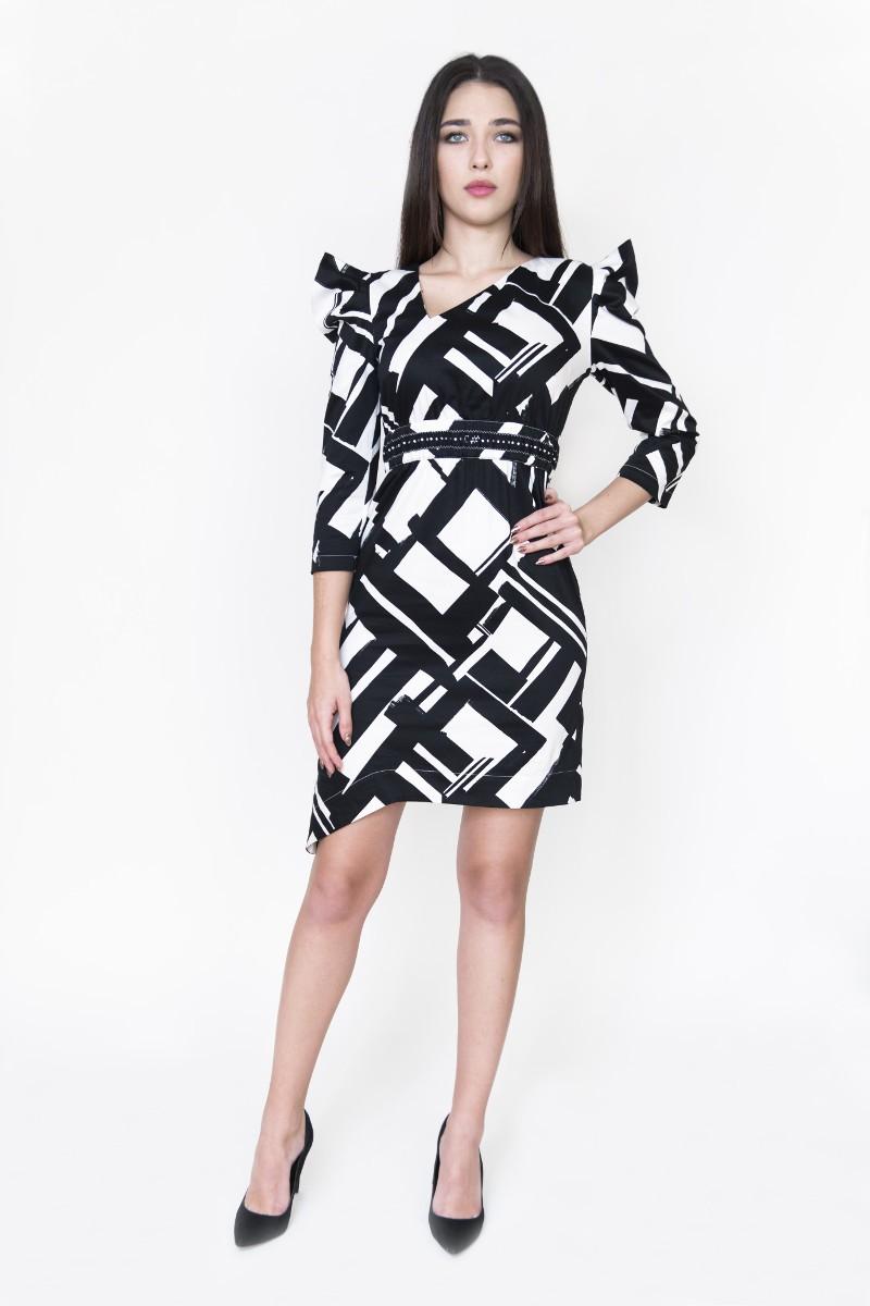 Sukienka w czarno-biały wzór